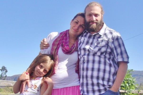 Photo: Daniel Smith with his wife and daughter. Via GoFundMe.