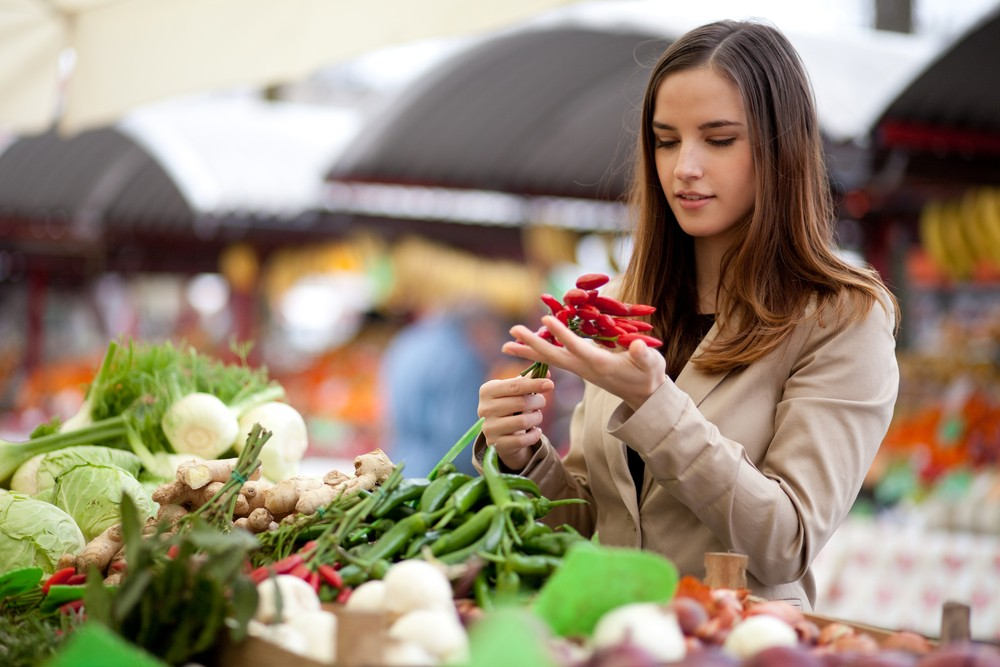 Buying fresh food from your local farmers' market is good for your brain and body. Via: Peter Bernik | Shutterstock.